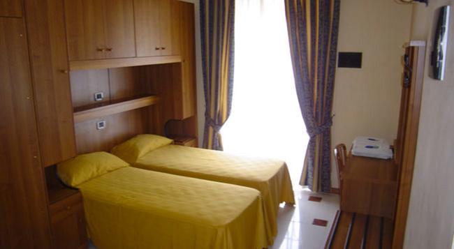 Hotel Mari 2 - 羅馬 - 臥室