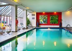 溫哥華復興港濱酒店 - 溫哥華 - 游泳池