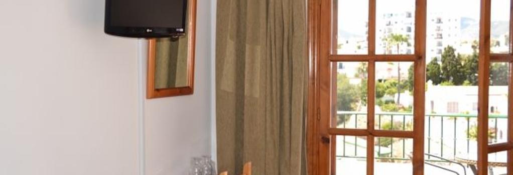 Hotel José Cruz - 內爾哈 - 臥室