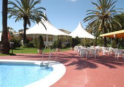 皇家海岸酒店 - Torremolinos - 游泳池