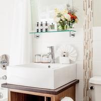 Condor Hotel Bathroom