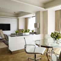 The Athenaeum Hotel & Residences Guest room