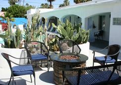 Posh Palm Springs - Palm Springs - 天井