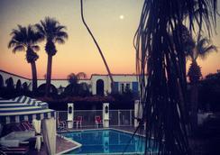 地中海度假村酒店 - Palm Springs - 游泳池
