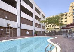 巴爾的摩內港戴斯酒店 - Baltimore - 游泳池