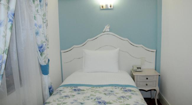 Hotel Limani - 恰納卡萊 - 臥室