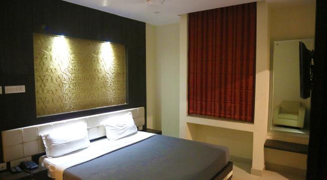 Hotel Dolphin International - 瓦拉納西 - 臥室
