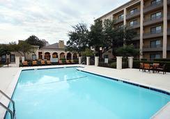達拉斯醫療/市場中心柯特亞酒店 - 達拉斯 - 游泳池