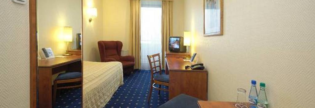 Qubus Hotel Zielona Gora - Zielona Gora - 臥室