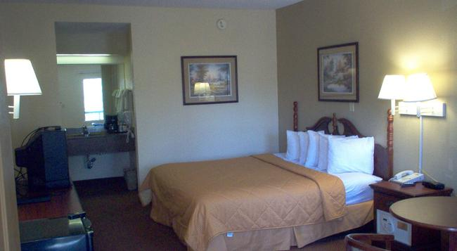 Days Inn & Suites Savannah Midtown - 薩凡納 - 臥室
