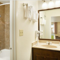 Ramada San Diego North Hotel & Conference Center Bathroom