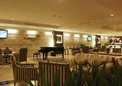 阿斯頓特洛皮卡納廣場酒店 - 萬隆 - 酒吧