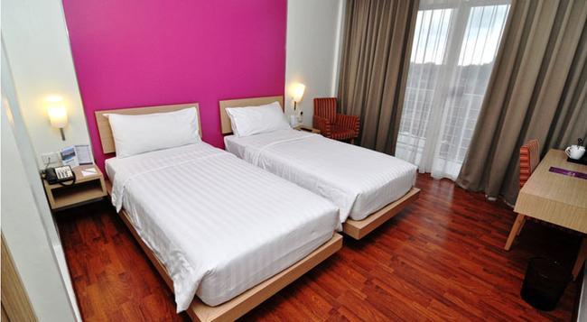 Quest Hotel Semarang - 三寶瓏(市) - 臥室
