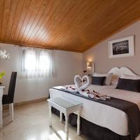 Hotel Carlos V Guestroom
