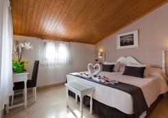 卡洛斯五世酒店 - 托萊多 - 臥室