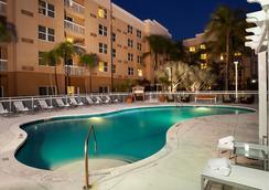 邁阿密安菲特拉購物中心萬怡酒店 - 阿文圖納 - 游泳池