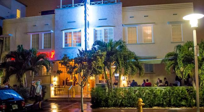 Beds n' Drinks Hostel - 邁阿密海灘 - 建築