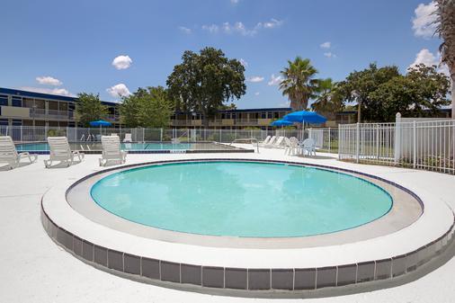 奧蘭多主題公園東戴斯酒店 - 基西米 - 游泳池