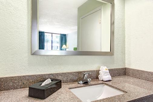 奧蘭多主題公園東戴斯酒店 - 基西米 - 浴室