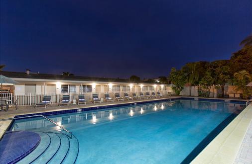 邁阿密/機場北戴斯酒店 - Miami Springs - 游泳池