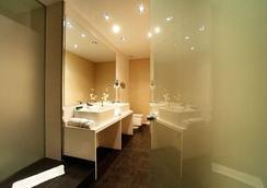 巴塞羅那機場高級旅行者空中客房酒店 - El Prat de Llobregat - 浴室