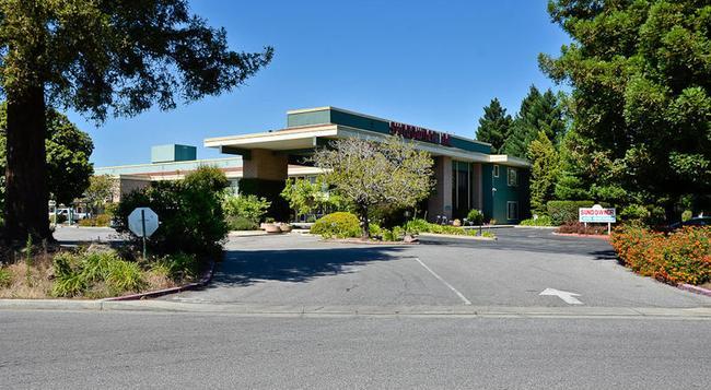 Days Inn & Suites Sunnyvale - 森尼維耳市 - 建築