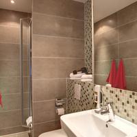 Meininger Hotel Berlin Mitte Humboldthaus Bathroom