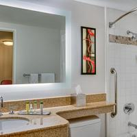 DoubleTree Suites by Hilton Hotel Phoenix Guest Suite - Bathroom