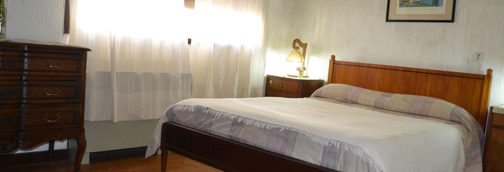 MI Casa Hostal - 門多薩 - 臥室