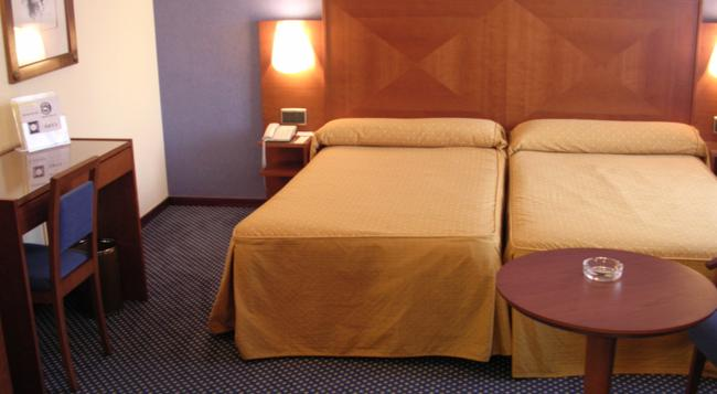 Torreluz Centro Hotel - 阿爾梅利亞 - 臥室