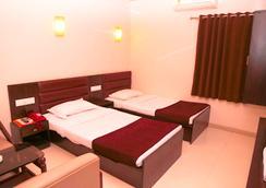 Hotel Golden Plaza - 艾哈邁達巴德 - 臥室