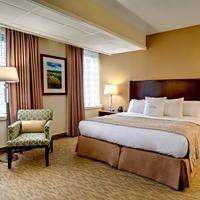 DoubleTree by Hilton Hotel Portland Deluxe King Guestroom