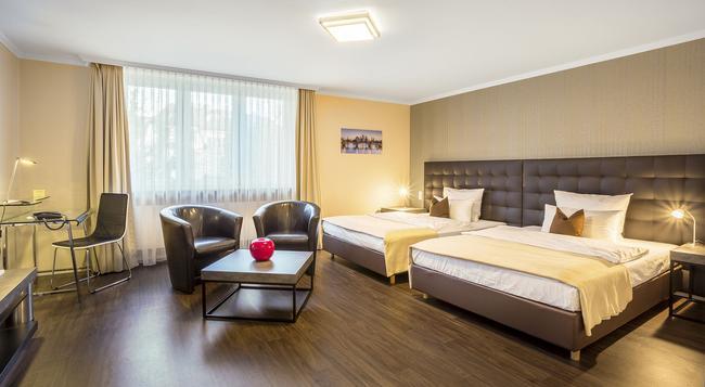 Hotel An Der Messe - 法蘭克福 - 臥室