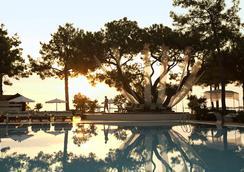 恰姆尤瓦羅賓遜俱樂部酒店 - 凱麥爾 - 游泳池