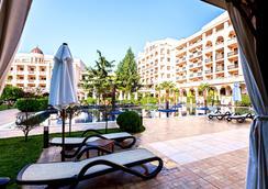 普利莫雷茲格蘭德Spa酒店 - Burgas - 游泳池