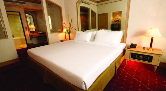 Louis' Tavern Hotel - 曼谷 - 臥室