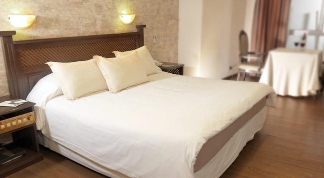 Hotel La Colonia - 哥查班巴 - 臥室