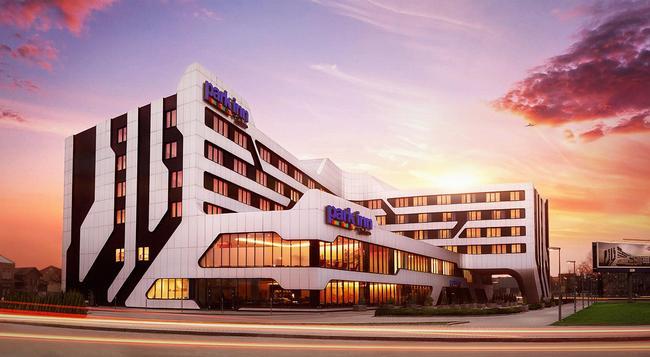 Park Inn by Radisson Krakow - Krakow - 建築