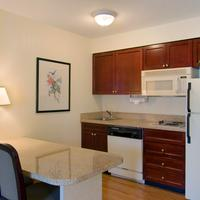 Homewood Suites by Hilton Raleigh-Crabtree Valley Bar/Lounge