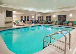 塔拉哈斯北I-10首都圈酒店 - 塔拉哈西 - 游泳池