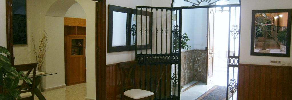 Hostal Sanvi - 赫雷斯-德拉弗龍特拉 - 大廳