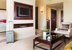 羅達艾爾布斯坦酒店 - 杜拜 - 臥室