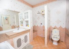 拉查赫布花園度假村 - 清邁 - 浴室