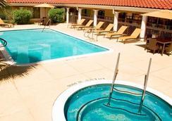 萬怡酒店休斯頓- 西部大學 - 休斯頓 - 游泳池