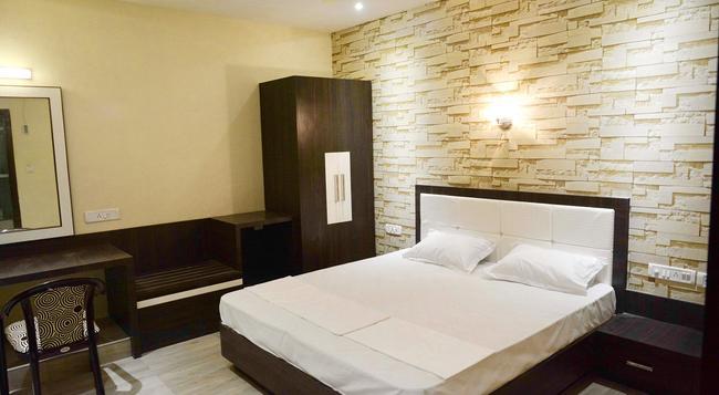 Royal Guest House - 瓦拉納西 - 臥室