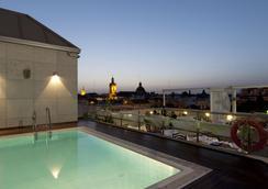 塞維利亞中心飯店 - 塞維利亞 - 游泳池