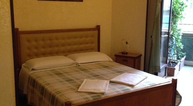 Caligola Resort - 羅馬 - 臥室