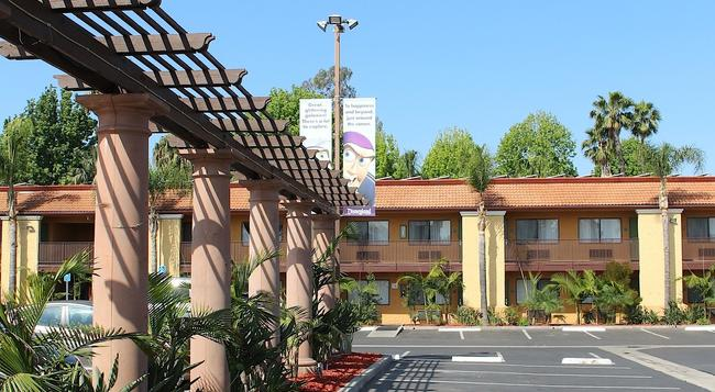Stanford Inn & Suites Anaheim - 安納海姆 - 建築