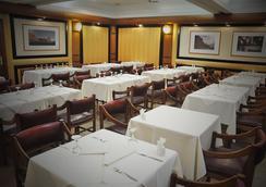 解放者酒店 - Trelew - 餐廳
