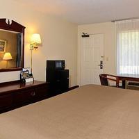 Travelers Inn & Suites - Memphis Guest room